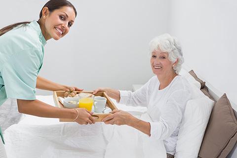 Nurse-feeding-the-patient